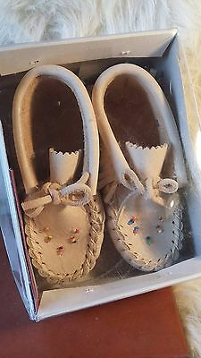 HIAWATHA REAL INDIAN LEATHER MOCCASINS BNWB Baby Infant Size 5. Canadian