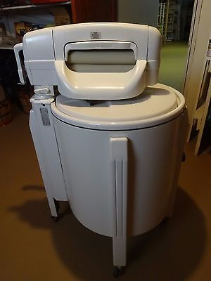 VINTAGE SPEED QUEEN WRINGER WASHER /  MODEL # W2182W  *Local Pickup*