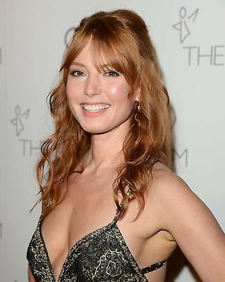 Alicia Witt Smiling Beautiful 8x10 Picture Celebrity Print