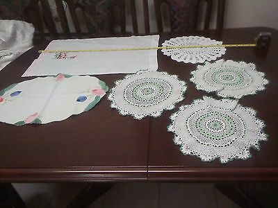 Embroidered/crochet doilies/centrepieces the lot L