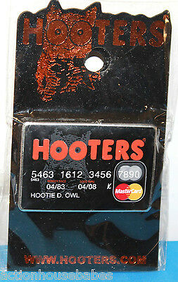 Hooters Restaurant Collectable Credit Card Girl Staff Mastercard  Lapel Pin