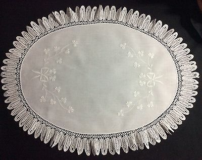 Stunning Large Oval Antique Irish Linen Table Centre Piece ~ Whitework/lace