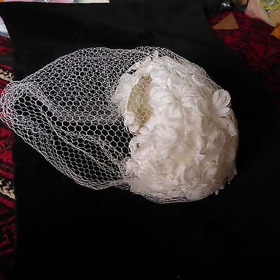Vintage hat- white daisies with veil