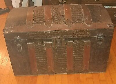 Vintage CAMELBACK TRUNK w/tray, chest steamer train humpback box wooden antique