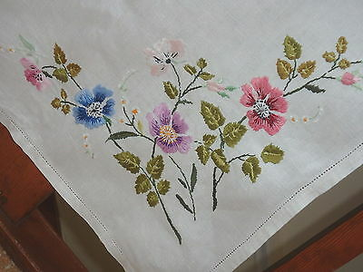 """VINTAGE RETRO LINEN HAND EMBROIDERED SQUARE TABLECLOTH 33"""" x 33"""""""