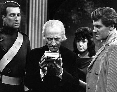 Doctor Who UNSIGNED photo-N597 Maureen O/'Brien /& Peter Purves William Hartnell