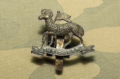 BRITISH ARMY WWI. The Queen's Royal Regiment (West Surrey) Cap Badge. Patina!!