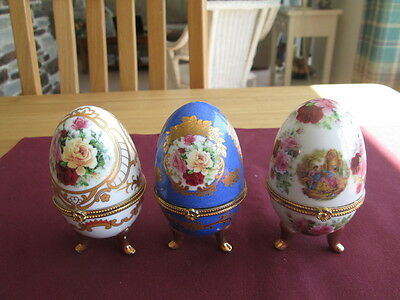 Set Of 3 Traditional Style Ceramic Egg Trinket Boxes.