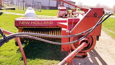 New Holland 273 Small Square Hay Baler with  kicker. Field Ready!