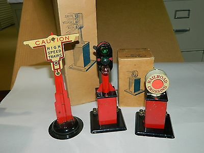 3 Marx Original Vintage Early Metal Accessories  404 406 & Warning Sign post.