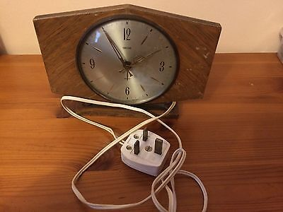 Vintage Smith's electric mantel clock in working order.