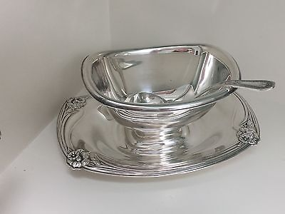 VINTAGE SILVER PLATE GRAVY SAUCE BOAT w Ladle.  Rogers Bros. DAFFODIL. No 9913
