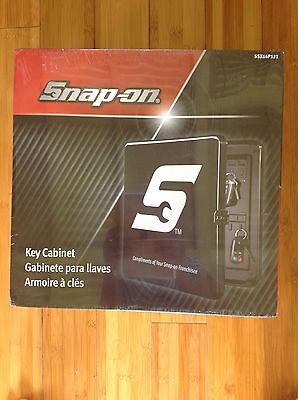 *NEW / SEALED* Snap On Key Cabinet 40 Key Wall Hook Storage Box (SSX16P121)