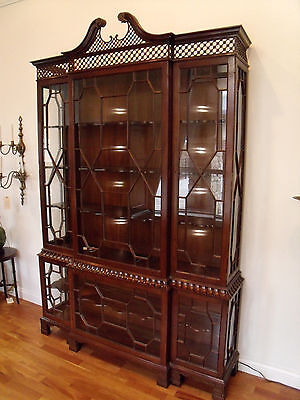 Baker Furniture China Cabinet Chippendale Chinoiserie Federal Breakfront