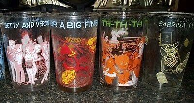 4 Vintage Glasses   2 Archies 2 Loony Tunes  No Chips 1973 And 1974