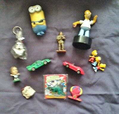 TOYS ASSORTMENT LOT OF 12x DIFFERENT FIGURINES, MODELS, KEY RING ETC.
