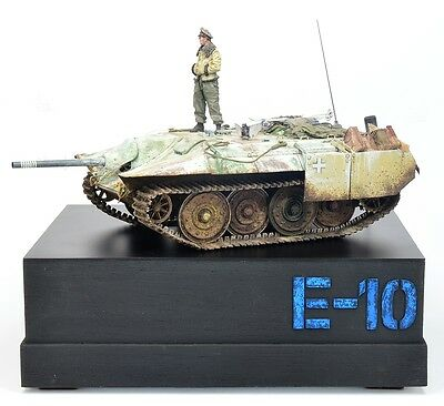E-10 Paper Panzer With Figure And Base, Built, Gebaut, 1/35