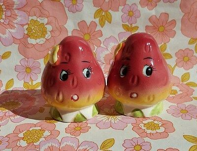 Vintage anthropomorphic STRAWBERRY Salt & Pepper Shakers Japan 1950s s+p kitsch