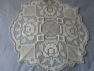 Lovely Vintage Handmade Filet Tablecloth