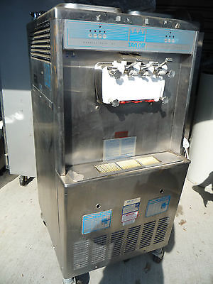 Taylor Soft Serve Frozen Yogurt MachineThree Phase Water cooled Upto 3 Flavors