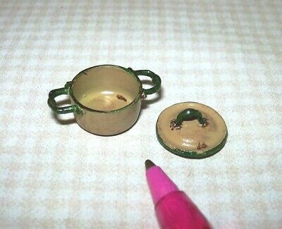 Miniature Aged Rustic Enamel Medium Casserole Pan with Lid-GOLD:DOLLHOUSE 1/24