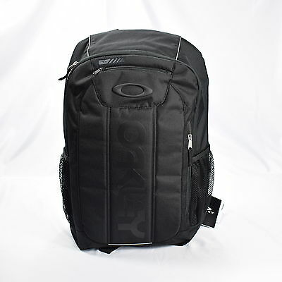 Oakley Enduro 2.0 Backpack 20 Liter (20L) Blackout (Solid Black)