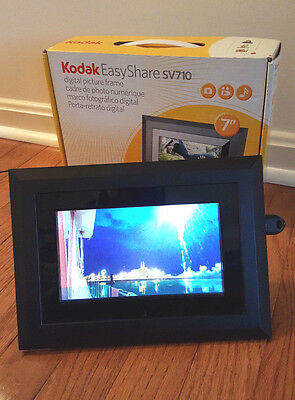 """Kodak EasyShare SV710 7"""" Digital Picture Frame - Very nice pictures! With Remote"""