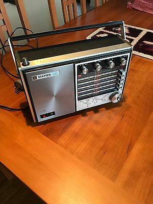 Vintage Silver 5S 626 Solid State 5 band transistor radio
