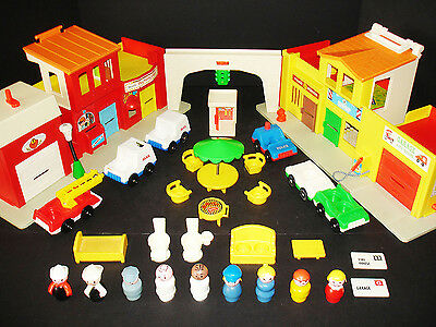Vtg Fisher-Price Little People Play Family Village Playset #997 W/extras & Nice!