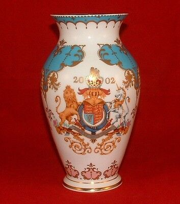 Queen Elizabeth Ii Golden Jubilee English Bone China Vase 2002 Royal Collection