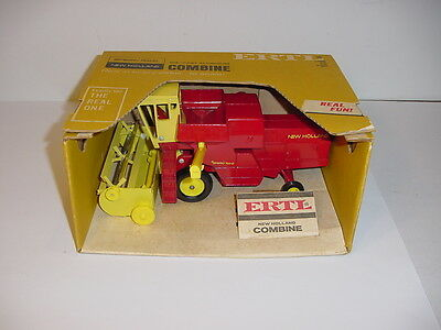 1/32 Vintage New Holland Self-Propelled Combine by ERTL W/Box!
