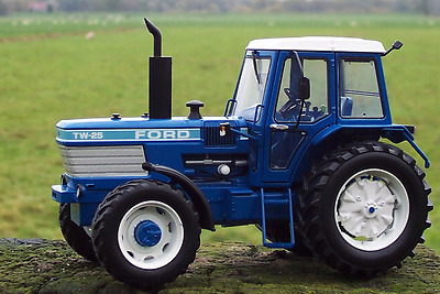 Marge Models 1:32 Scale Ford Tw25 (Gen.i) 4Wd (Mib)
