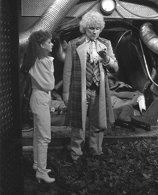 Colin Baker and Bonnie Langford UNSIGNED photo - H8038 - Doctor Who