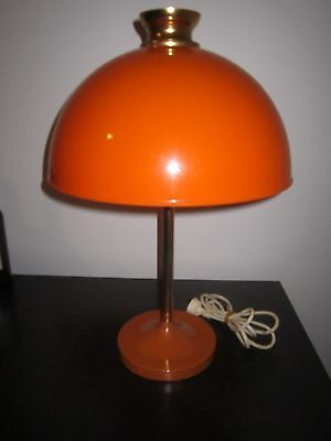 COLLECTABLE RETRO 60's 70'S TABLE LAMP WITH MUSHROOM SHADE.