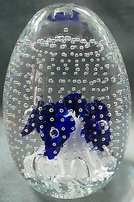 """""""Gibson"""" 1995 Controlled Bubble Cobalt Blue Flowers White/Clear Fern Paperweight"""