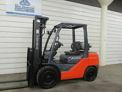 2010' Toyota 8FGU30, 6,000# Pneumatic Tire Forklift, LP Gas, 3 Stage, Sideshift