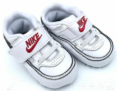 Baby Boy Nike Pram Shoes White UK1.5 / 6-9 months - very good condition