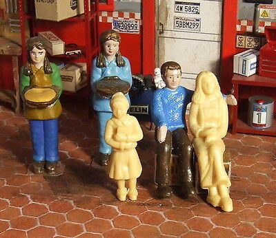 Set of 5 figures, 3 superbly painted + 1 bonnus 1/24 1/25 for diorama