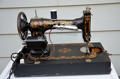 Vintage White Family Rotary Series Sewing Machine (FR 2511714) w/ Case