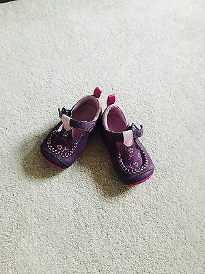 Baby Girl Preowned Clarks Leather Shoes 3.5  Excellent Condition