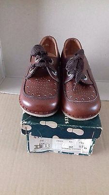 Vintage Pair Of Db Children's Brown Shoes Size 5 1/2 D Normal Fitting