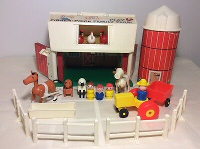 Fisher Price Family Play Farm # 915 With Animals, Little People Farmers, Tractor