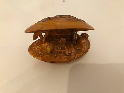 Japanese netsuke style carved shell / Clam, fantastic details
