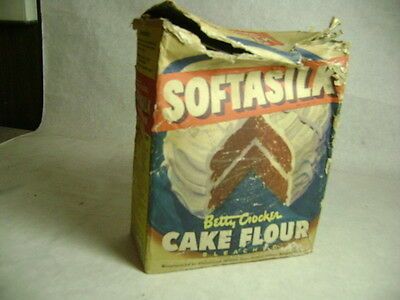BETTY CROCKER SOFTASILK CAKE FLOUR box copyright 1944 STILL HAS ORIGINAL CONTENT
