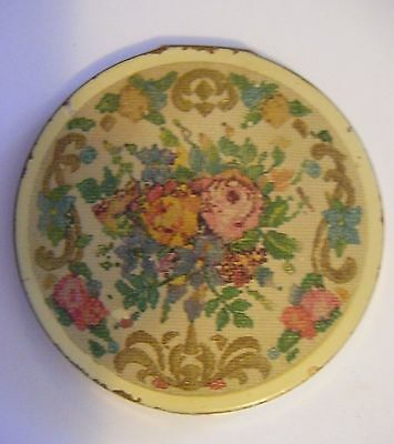 L.S Mayer 1940's/1950's powder compact.Gold coloured metal/floral design.