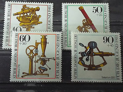 Série 4 timbres neuf All. BERLIN 1981 : Instruments d'optique anciens