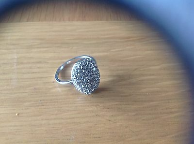 A  Stunning Ladies ' Stone - Studded Ring Latge Size T,.