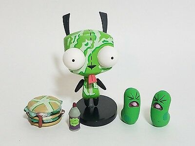 2005 Invader Zim Exclusive Hot Topic Germ Fighting Gir Figure with Accessories