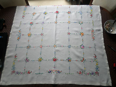 "Vintage hand embroidered linen Table cloth 40"" / 102cm square, floral trellis"