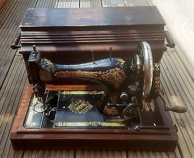 Vintage Hand Cranked Singer Sewing Machine 28K 1935